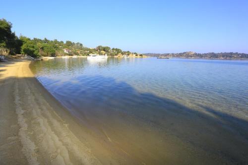 Вид на озеро недалеко от виллы