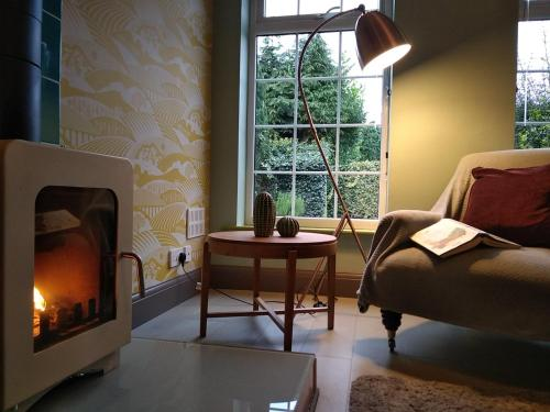 The Whimsy 2 bedroom cottage in National Forest, private parking & garden