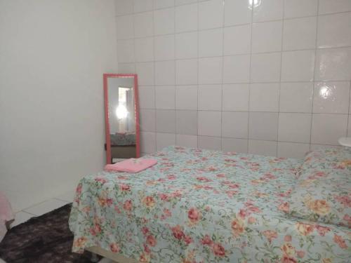 A bed or beds in a room at Apartamento com melhor preco em Salvador Bahia