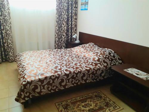 A bed or beds in a room at Gostinitsa Mir na Karbysheva
