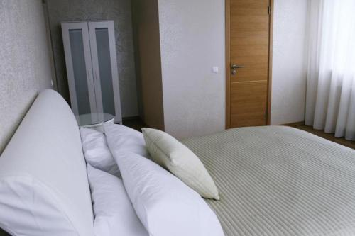 A bed or beds in a room at Restaurant & Hotel Klidzina