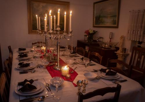 A restaurant or other place to eat at Kromrivier Farm Stays and Addo B & B