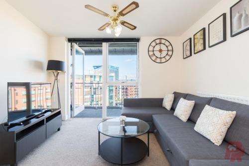 Birmingham City Penthouse - Free Parking & Balcony