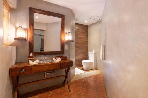 A bathroom at Cinnamon Wild Yala