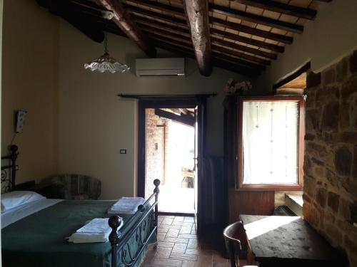A bed or beds in a room at Azienda Agrituristica Colle San Giorgio