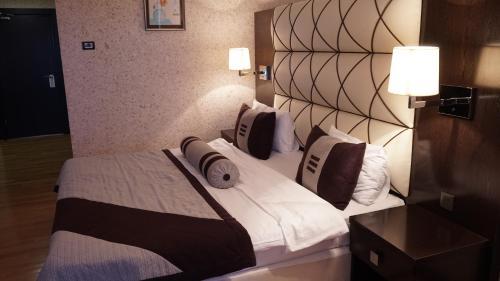 Cama ou camas em um quarto em Agsaray Deluxe Hotel
