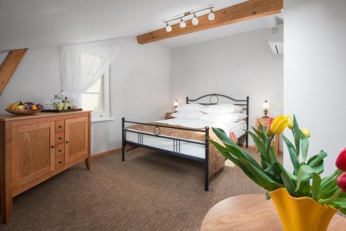 Łóżko lub łóżka w pokoju w obiekcie Hotel Villa Sedan Sopot