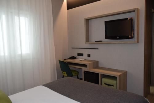 A television and/or entertainment center at Hotel Parque