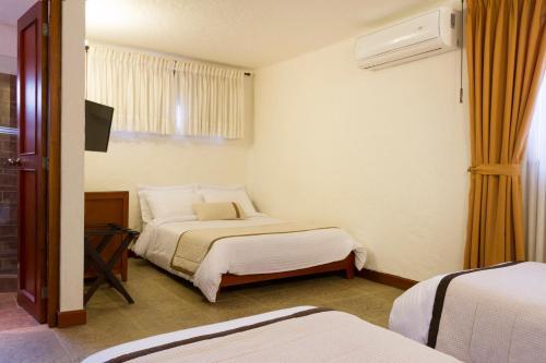 Cama o camas de una habitación en La Campana Hotel Boutique