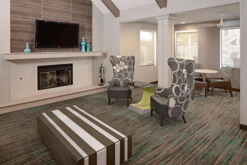 A seating area at Residence Inn Ontario Airport