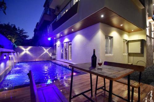 The swimming pool at or close to EKO STAY (Gold)- SU CASA VILLA