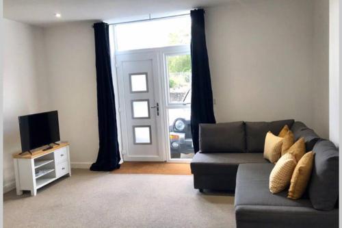 Apartment No 2 spacious whole property, Parking, Aldershot
