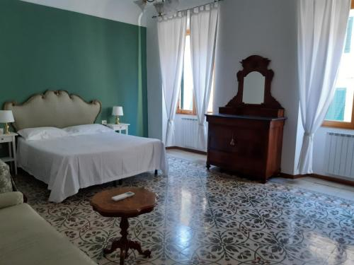 A bed or beds in a room at Residenza Sangallo