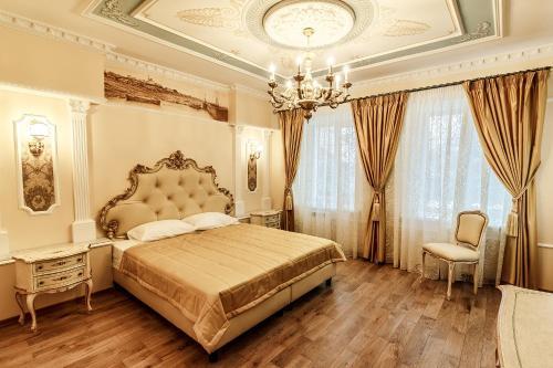 Кровать или кровати в номере Арт-отель Александровский