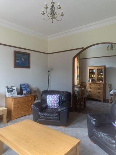 A seating area at Dunclutha Guest House
