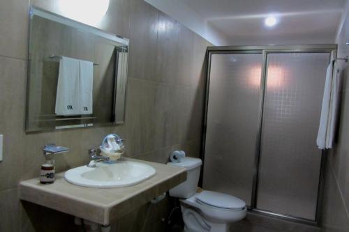 A bathroom at Hotel Barracuda