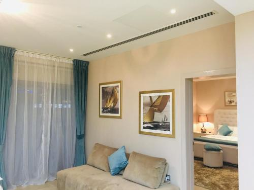 A bed or beds in a room at JCB Dubai Marina Apartment