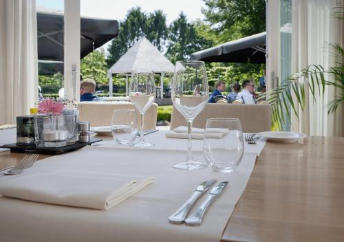 A restaurant or other place to eat at Hotel Restaurant Ter Linde