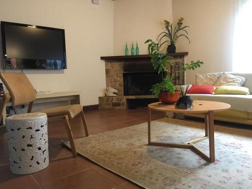 A television and/or entertainment centre at Nosso Sítio - Rancho Santa Clara Itaipava