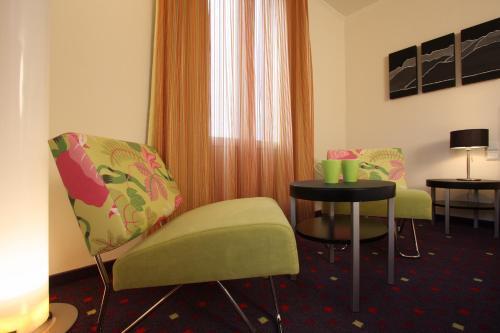 Ein Sitzbereich in der Unterkunft Seehotel Gotthard