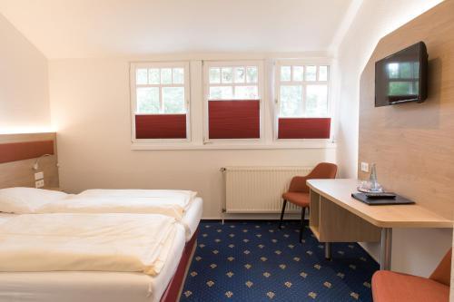 Ein Bett oder Betten in einem Zimmer der Unterkunft Hotel Restaurant Lathener Marsch