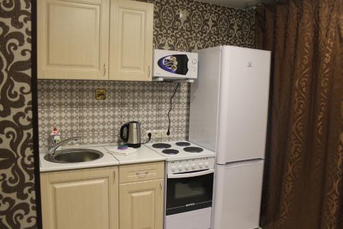 Кухня или мини-кухня в АПАРТАМЕНТЫ ОДНОКОМНАТНЫЕ УРАЛОЧКА