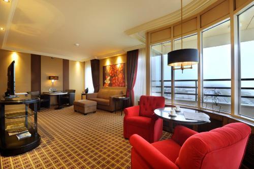 Coin salon dans l'établissement Grand Hotel Huis ter Duin
