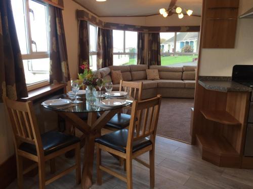 'Hartland Caravan' with Sea Views