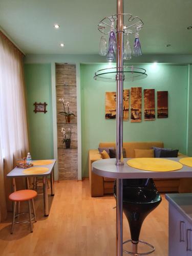 Ресторан / й інші заклади харчування у 17 вулиця Данилевського