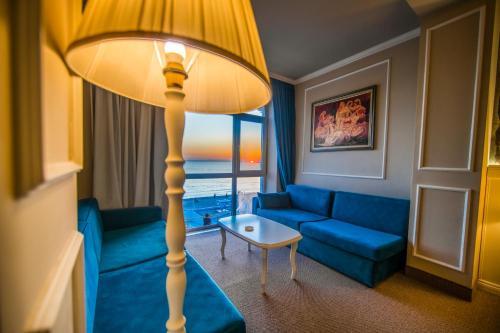 A seating area at Adriatik Hotel