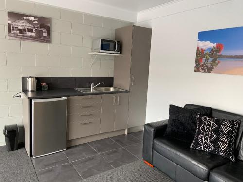 A kitchen or kitchenette at Butlers Reef Accommodation