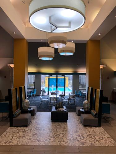 The lobby or reception area at Greenstay Inn & Suites Court View