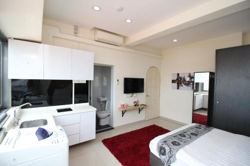 A television and/or entertainment center at JJH Serviced Apartments near Serangoon MRT