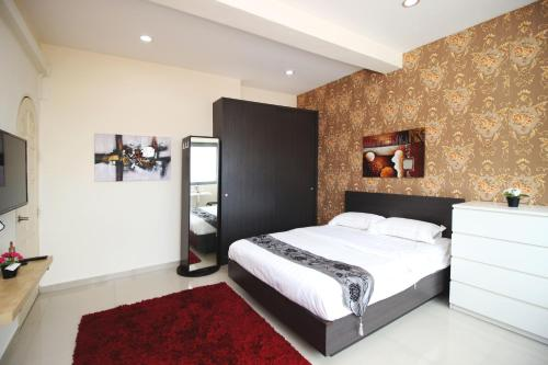A bed or beds in a room at JJH Serviced Apartments near Serangoon MRT