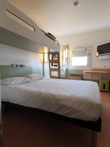 Un ou plusieurs lits dans un hébergement de l'établissement ibis budget Mâcon Nord