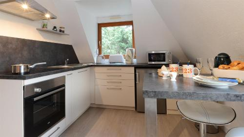 A kitchen or kitchenette at Le Vigneron, belle vue sur le vignoble