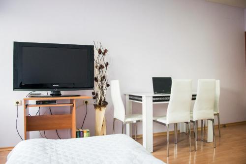 Телевизия и/или развлекателен център в KRIS Komfort Apartment