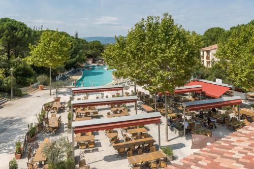 Vue panoramique sur l'établissement Village Pierre & Vacances Le Rouret