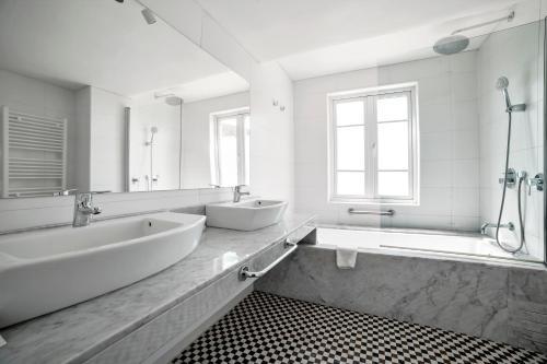 Un baño de Hotel Isla Seca