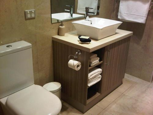 A bathroom at Wild Cattle Creek Estate