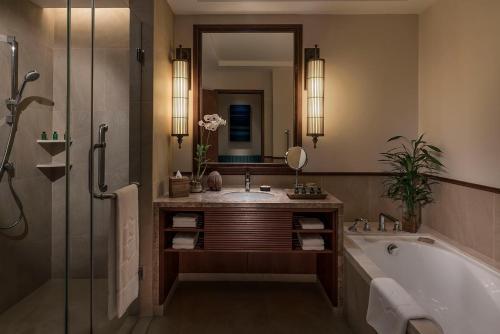 A bathroom at Shangri-La's Hambantota Golf Resort & Spa