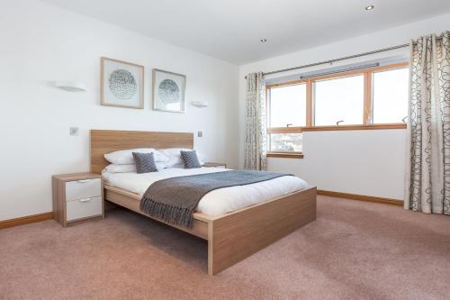 Executive Riverside 3 Bed Apartment