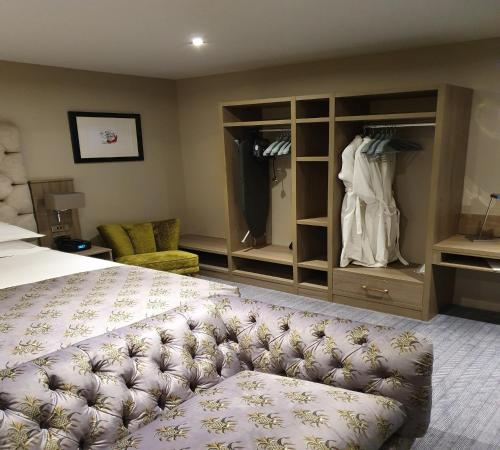 A bed or beds in a room at Boulevard Hotel