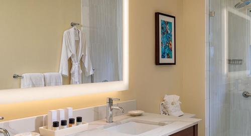 A bathroom at Grande Colonial La Jolla