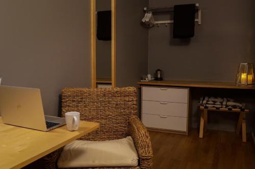 Télévision ou salle de divertissement dans l'établissement Hótel Lækur