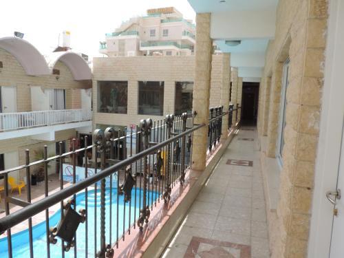 נוף של הבריכה ב-מלון הים האדום או בסביבה