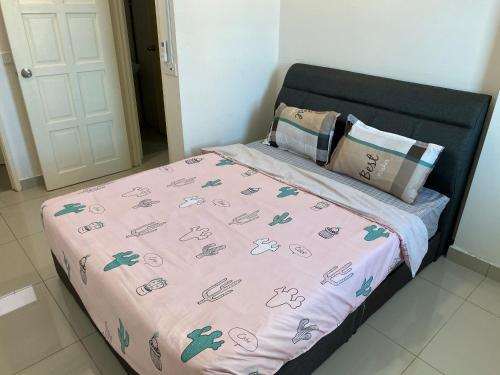 A bed or beds in a room at Spice Tunas House