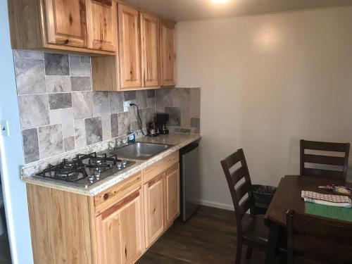 A kitchen or kitchenette at Sinawav Trail Lodge
