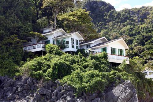 A bird's-eye view of Matinloc Resort