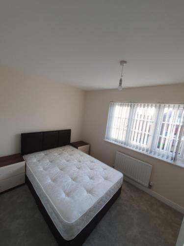 2 bed house, large double bedroom to rent